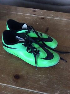 Nike outdoor soccer shoes size 3.5