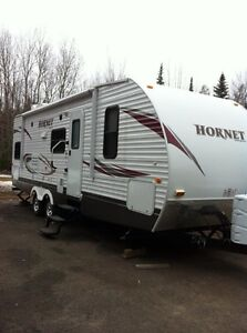2010....27' KEYSTONE HORNET WITH BUNKS