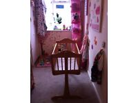 £25 ono Excellent condition mamas and papas swing crib with wipe clean mattress