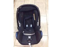 MAXI COSI CAR SEAT WITH HEAD HUGGERS FROM NEWBORN WITH RAIN COVER