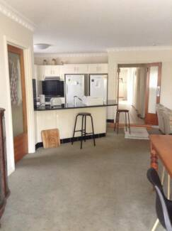 LARGE ROOM FOR RENT IN HIGHGATE HILL Highgate Hill Brisbane South West Preview