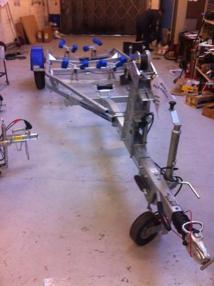 Snipe Y4.5-1300R multi-roller boat trailer