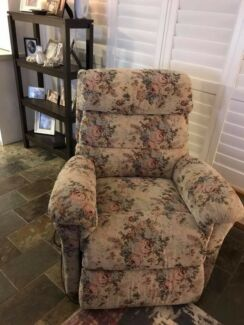 LaZyboy electric recliner chair  Tapestry covered lazyboy recliner   Gumtree Australia Free Local Classifieds. Electric Chair Repairs Gold Coast. Home Design Ideas