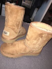 Real ugg boots size 1 only worn once!