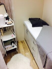 Busy city centre hair &a beauty salon.. chairs for rent / Beauty room