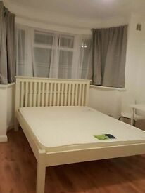 Spacious Double and Single Room in Greenford