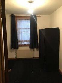 One Single room to rent in a 3 bed family home (female Preffered)