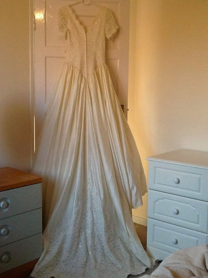 Ivory/Cream wedding gown size 12 but it is small would fit a 10 to ...
