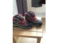 Heavy duty walking boots size 5 unisex high ankle and waterproof with thick tread