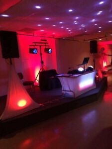 DELUXE DJ SERVICES WITH FREE UPLIGHTING ! 902 529 0567
