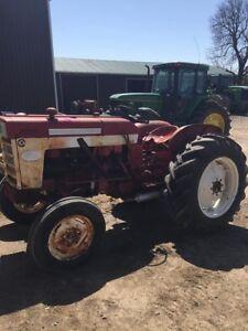 International 340 utility tractor