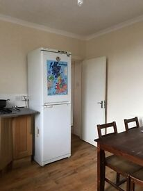 FINSBURY PARK.DOUBLE /WIN ROOM IN .PRIVATE/IN A 2 BEDROOM FLAT.TO SHARE WITH ANOTHER 2 PERSONS ONLY.
