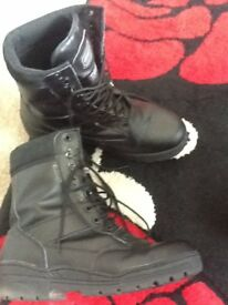 Mens Kombat Boots with thermal thinsulate insulation and steel toe caps - Size 12