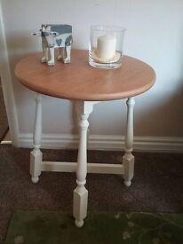 PINE ROUND LAMP TABLE