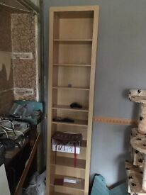 Unit with moveable shelfs