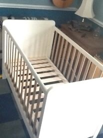 Mamas and Papas cot/bed in good condition. (Without mattress)