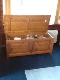 Very large pine blanket box