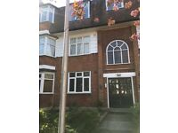 £1500 bills inc (no council tax) 2 Bedroom flat Available in Woodford E18 2RD