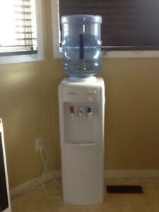 Water cooler / heater  with 4 refillable bottles