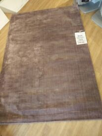 100% Viscose Hand loomed Rug approx 120cm x 180cm