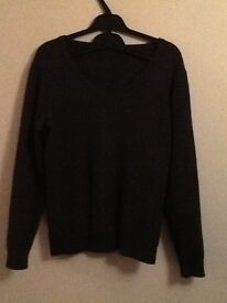 9-10 yrs GREY v neck SCHOOL JUMPER (from Dunnes) *worn only twice for school photo so PERFECT!*