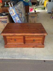 Solid oak wood coffee table Elderslie Camden Area Preview
