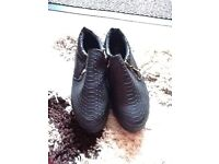 NEW PAIR OF WOMANS SHOES SIZE 5 BLACK WITH A ZIP AT THE SIDE