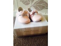 Pretty originals baby shoes size 15 ( 2 to 4 months )