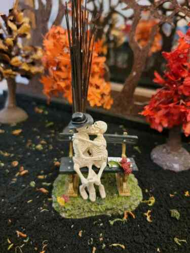 Dept 56 - Snow Village Halloween - Kiss of Death
