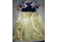snow white age 3/4 by disney shop with wig that is from disney world book day