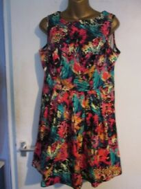 BEAUTIFUL MULTI PATTERNED SLEEVELESS DRESS SIZE 14 BY BE BEAU GREAT FOR HOLIDAY