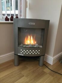 Delonghi electric fire with fan and realistic flame effect