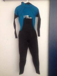 GOOD AS NEW WET SUIT Women's Full Length 3 to 5mm Beaconsfield Fremantle Area Preview