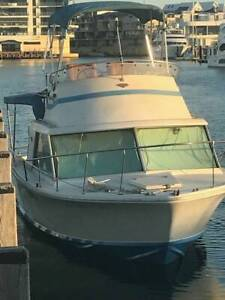 Huntsman/Bertram Flybridge Cabin Cruiser with 200hp Outboard