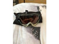 B-Square ski goggles and case