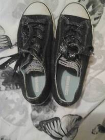 Black sparkly converse size 3.5