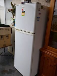 Simpson 310 litre fridge/freezer Meadow Heights Hume Area Preview