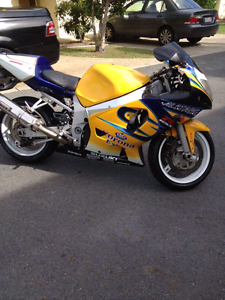 Gsxr 600 2001, mint condition. Reduced to sell asap! Price drop. Arundel Gold Coast City Preview