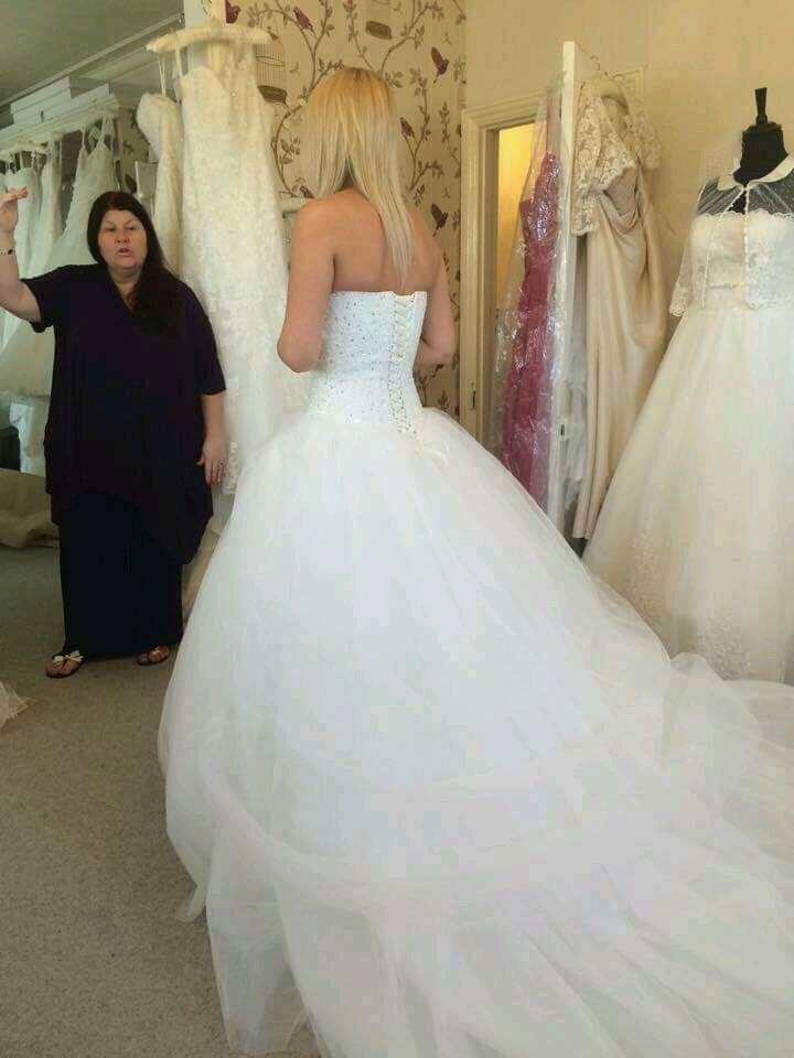 439242703f For sale a wedding dress its in excellent condition comes from a pet and  smoke free home