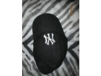 MENS / YOUTHS BLACK WITH WHITE NY LOGO NEW ERA CAP IN GREAT CONDITION