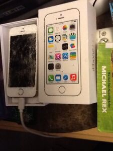 16gb iPhone 5s(gold) with broken screen for sale or trade