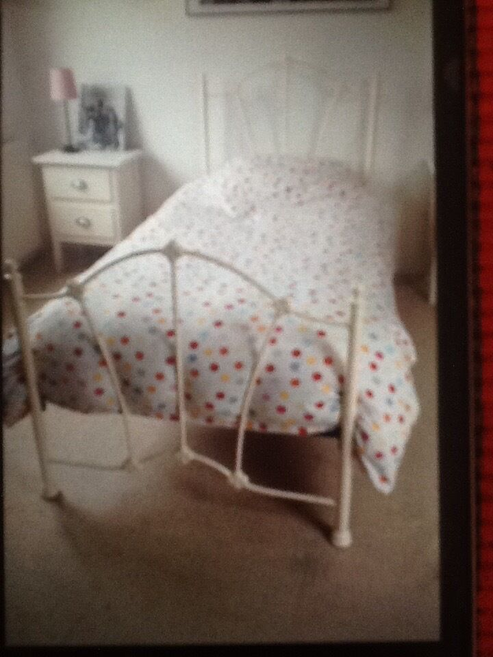 Shabby Chic White Metal Single Bed Frame With Mattress In South