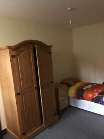 Single bedroom in Princes Ave