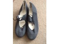 BLACK TAP DANCE SHOES SIZE 6