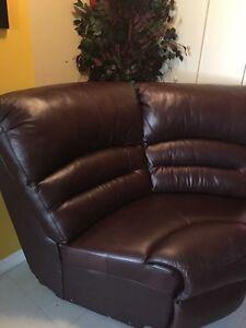Corner leather sofa  Gatineau Ottawa / Gatineau Area image 2