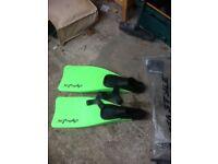 Flippers/Fins size 5/6