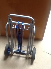 Trolley very strong, can carry heavy suitcases or any heavy items