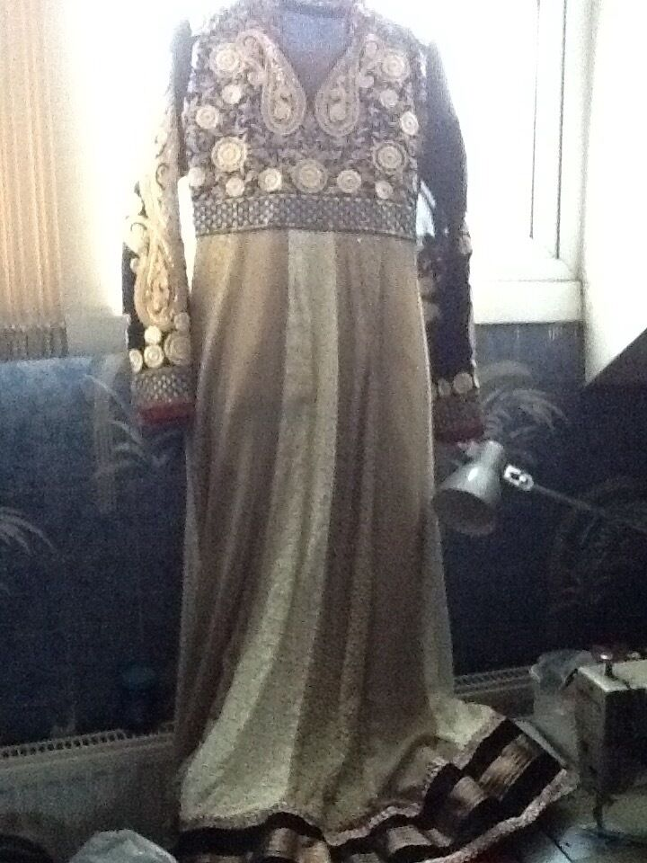 Wedding anarkali dress only worn twice selling CHEAP great for weddingsin Lozells, West MidlandsGumtree - This is for a lovely black and cream designer ANARKALI dress,only worn once on my sisters nikah and bought for £70 Would fit a size 10 women girl Long anarkali dress Length 134cm Width 46cm Bust 41cm Churidaar leggings Length 115cm Red dupatta You...