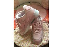 Girls Nike trainers size 1 only worn a 2 times