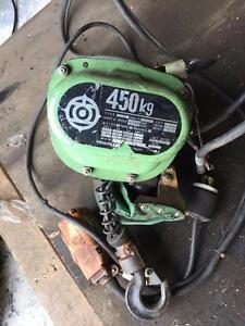 Chaine bloc electrique HITACHI 1/2 tonne 250 volt 10 pieds chaines